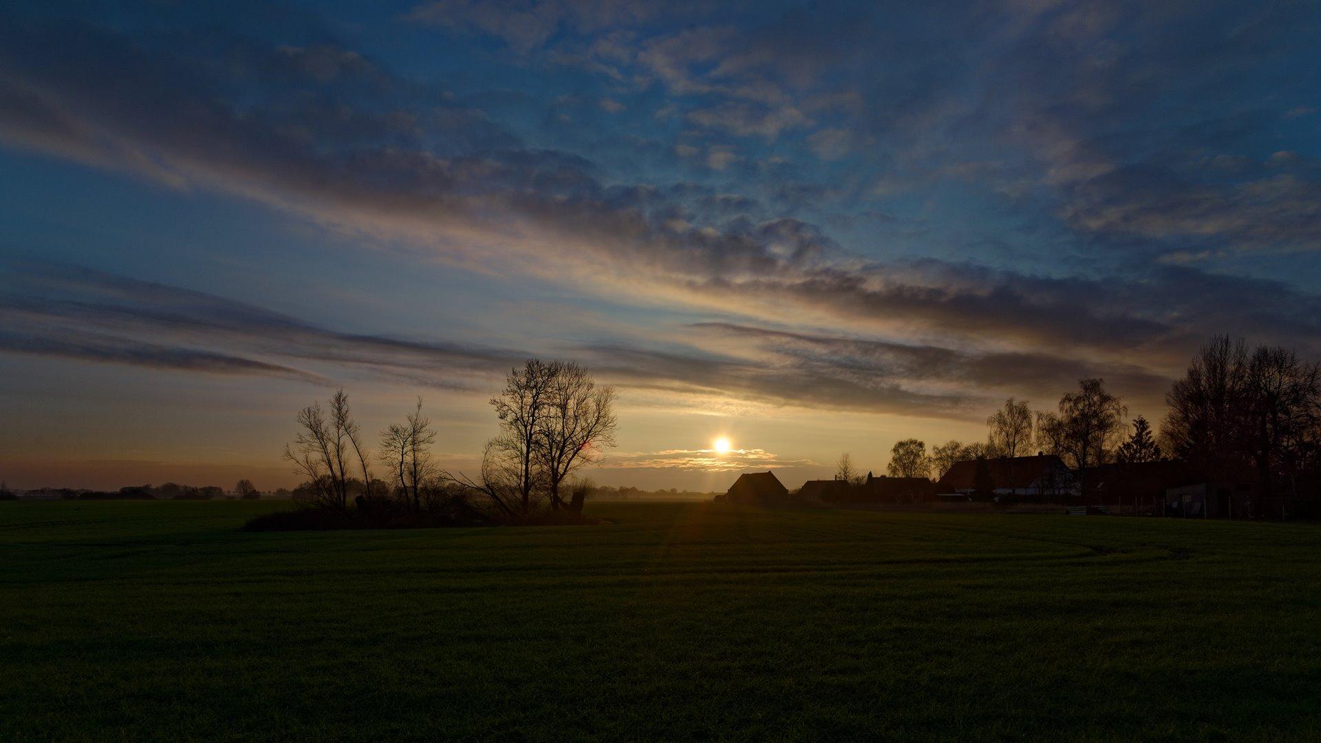 Wegezin von der L31 im Sonnenuntergang