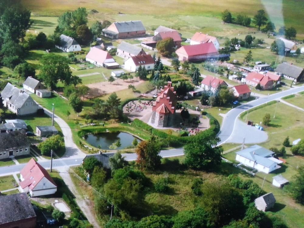 Historische Aufnahme von Wegezin und Kirche vom 23.09.2012