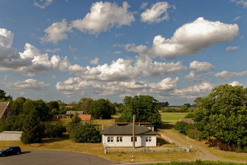 Blick von der Kirche in Wegezin Richtung Nordosten