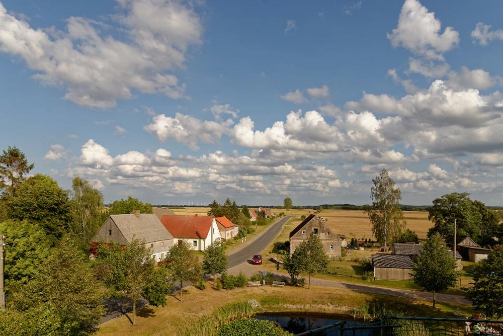 Blick von der Kirche in Wegezin Richtung Osten