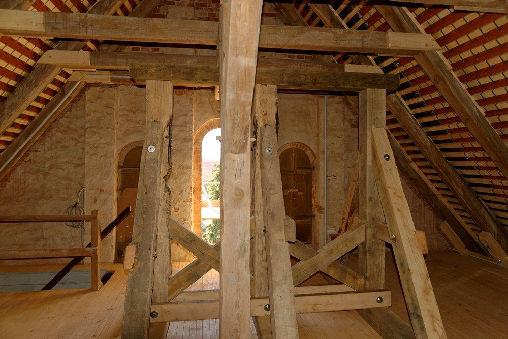 Der Glockenstuhl , ja, da passen 2 Glocken rein!