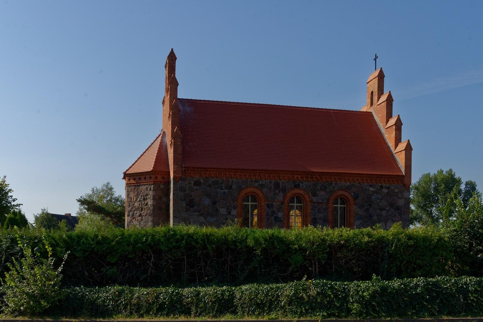Nordseite der Kirche in Wegezin
