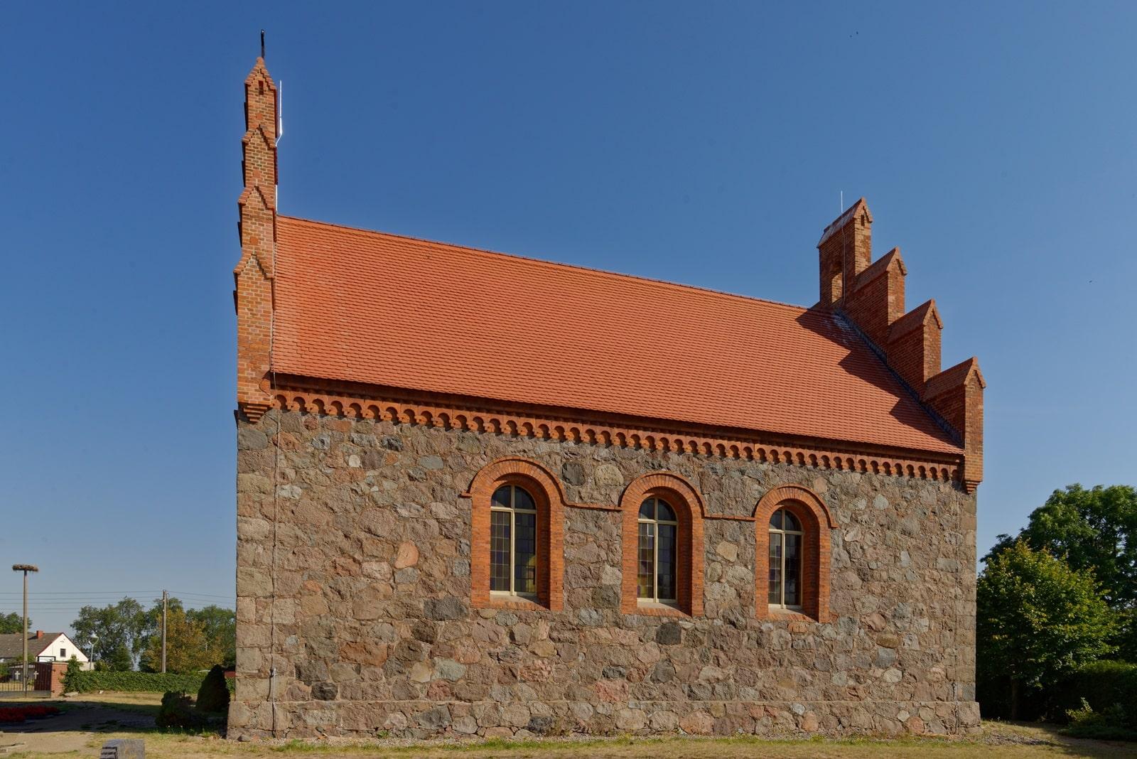 Südseite der Kirche in Wegezin