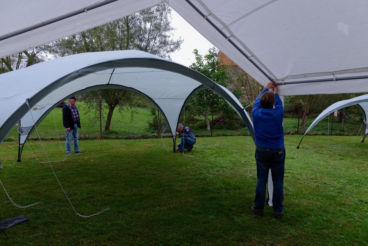 Aufbau der Zelte am Samstag, dem 26.09.2020