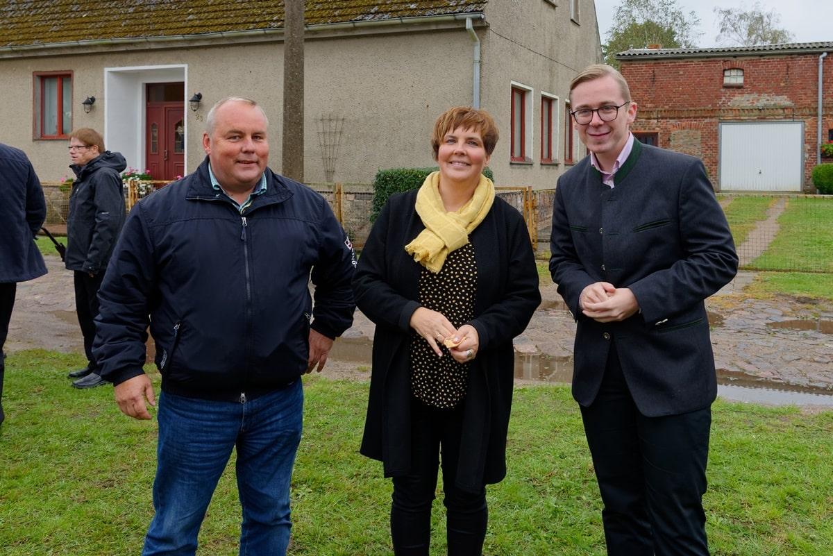 Vizelandrat Jörg Hasselmann, Gemeinderätin Kathrin Sander, Bundestagsabgeordneter Philipp Amthor