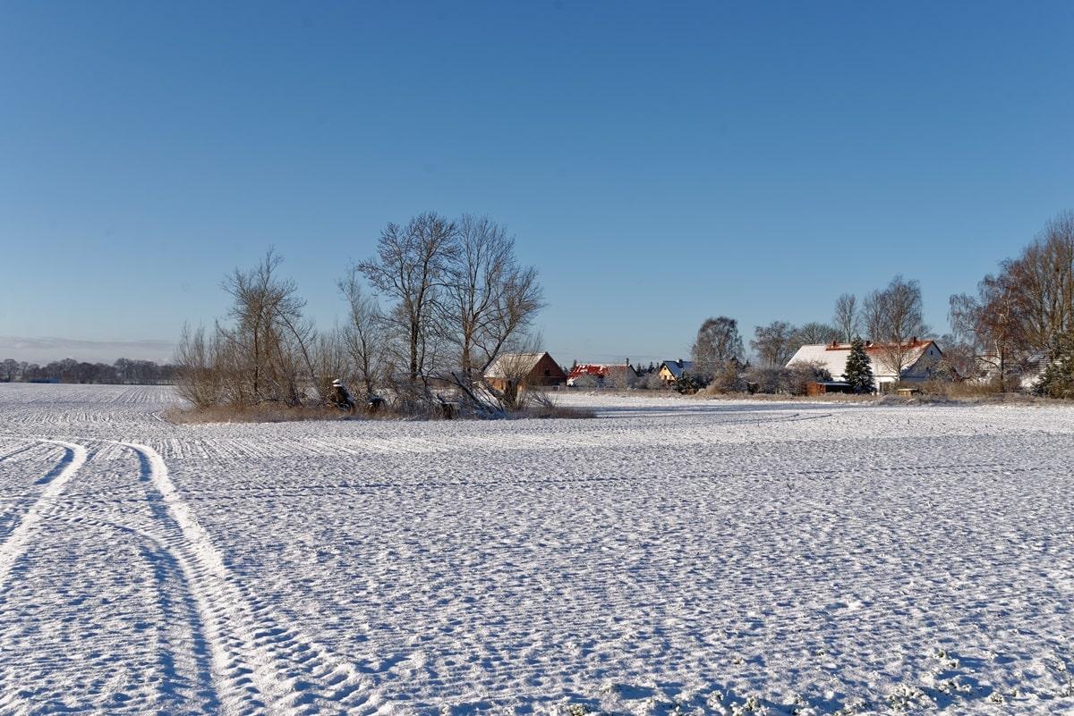 Wegezin im Schnee von Osten